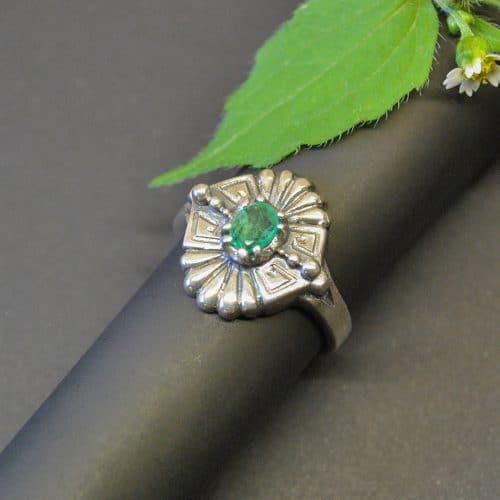 """Schöner trachtiger Silberring """"Paula""""mit Smaragd"""