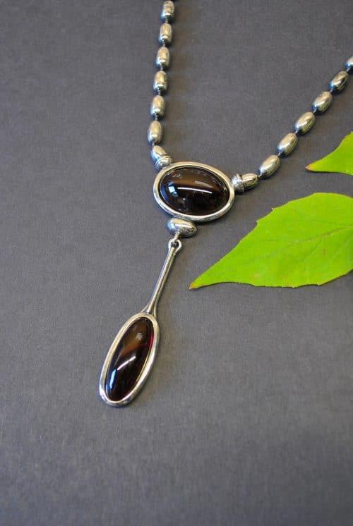 Moderner Trachtenschmuck: Silberkette Anita mit Granat