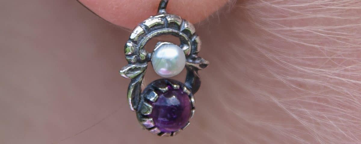 Trachtiger Ohrring Jutta aus Silber und Amethyst