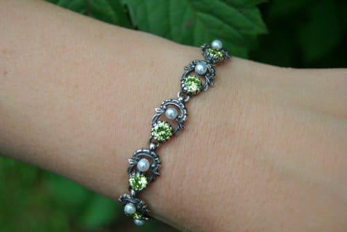 Armband aus Silber mit grünem Zirkonia und Perlen