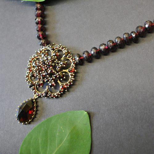 Granat Collier Blume