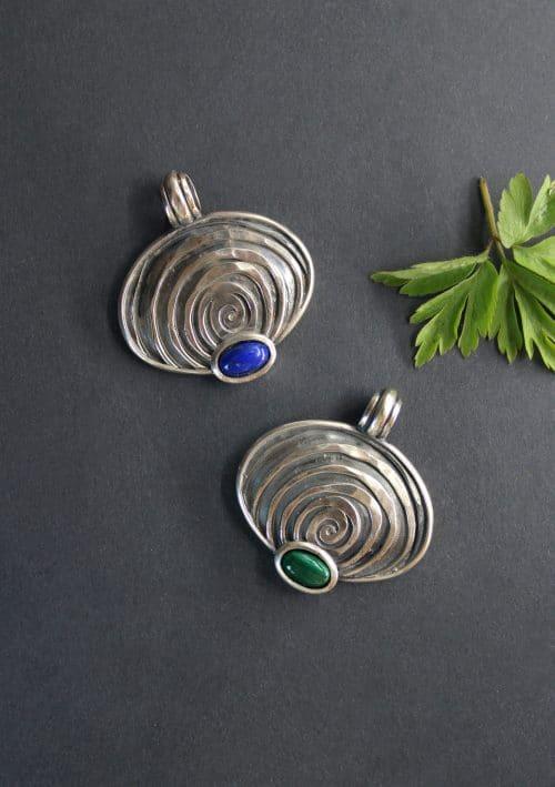 Schmuck Anhänger für Halskette in Silber in zwei unterschiedlichen Ausführungen: Lapis (Blau) und Malachit (grün)