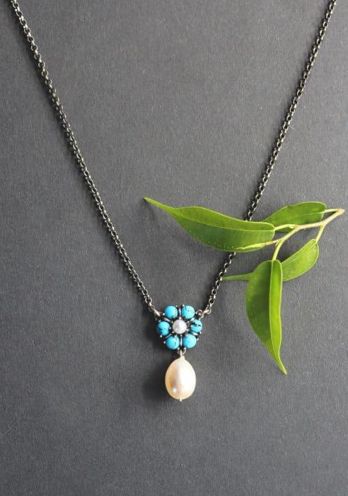 Trachtenschmuck Silberkette mit Blumenmittelteil in Türkis und Perlentropfen