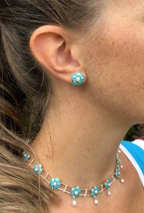 Schmuck zum Dirndl: Blumige Ohrringe türkis