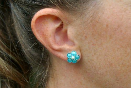Ohrringe Daisy blau mit Perle in der Mitte