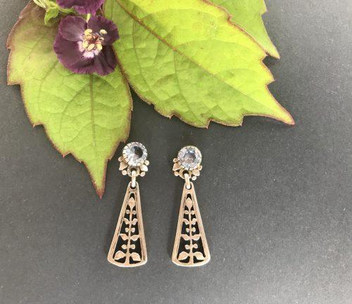 Silberne Ohrringe mit blauem Spinell