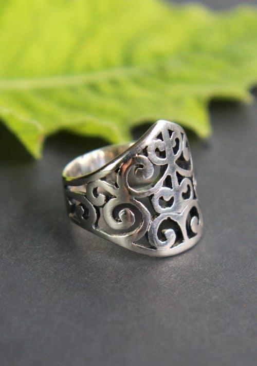 Großer Trachtenschmuck RIng in Silber, seitliche Ansicht