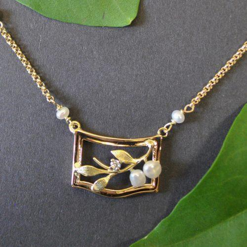 Unikat Gold Collier mit Perlen verarbeitet