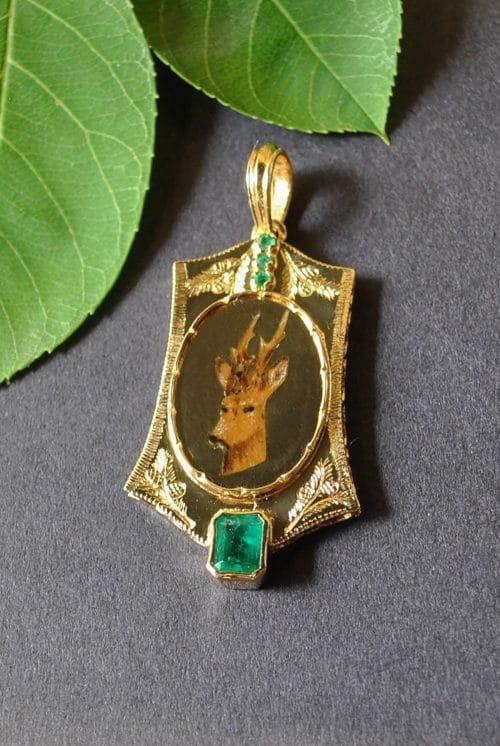 Unikat Anhänger aus Gold handbemalt mit Smaragd Edelsteinen