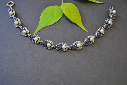 Dirndlschmuck Armband Jutta in Violett (Amethyst)