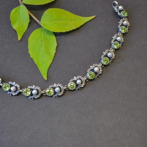 Hochwertiges Trachtenarmband aus echtem Silber mit Schmuckstein grüner Zirkonia und Perlen gefasst