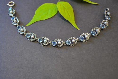 Schmuck zum Dirndl: Hochwertiges Trachtenarmband aus Silber mit blauem Spinell und Süßwasserperlen