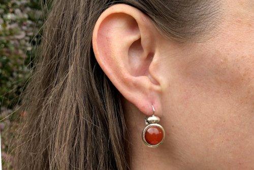 Silberne Ohrringe mit Karneol orangenfarben