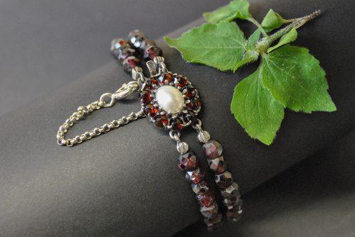 Granatschmuck Armband mit viel Liebe zum Detail