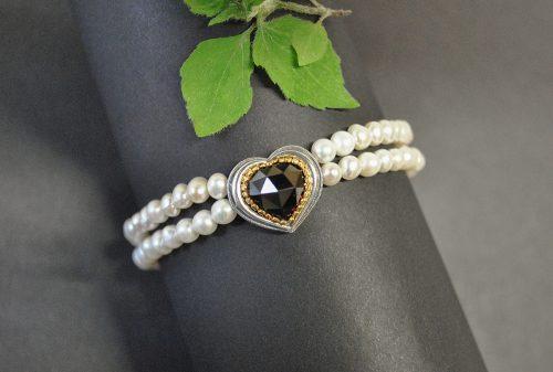 Wunderschönes Perlenarmband mit Herz aus Silber und Granat