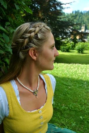 Dirndlschmuck getragen Perlenkette