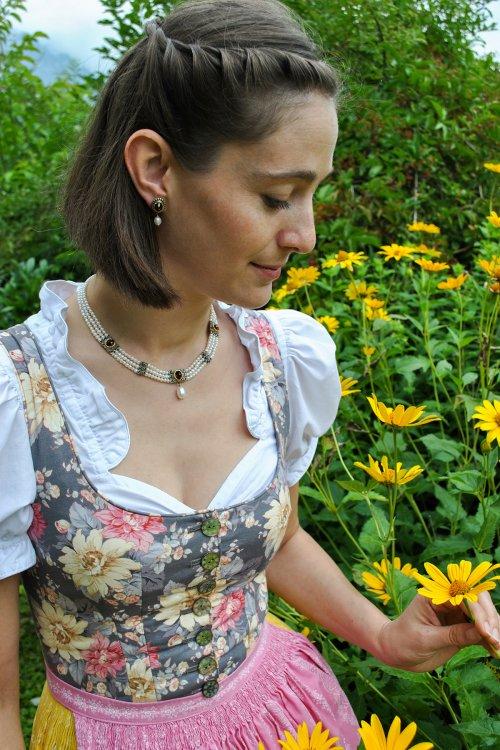 Wunderschönes Perlencollier auch als Trachtenschmuck für Hochzeit geeignet