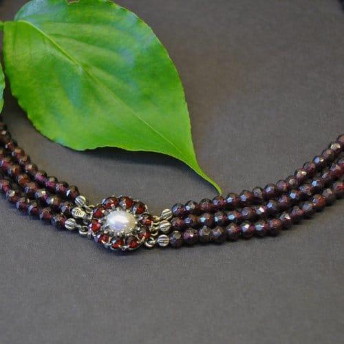 Granatschmuuck Trachtenschmuck3 reihiges Collier mit Granat Schließe in Form einer Blume