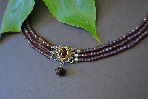 Dreireihige Granatkette mit Schließe aus Silber