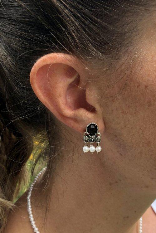 Klassische kleine Trachtenohrringe mit Perlen