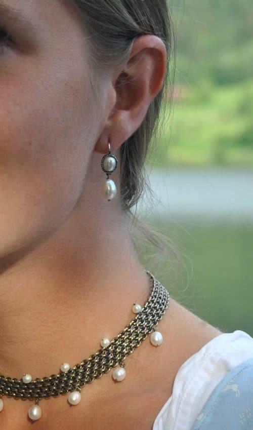 Dirndlschmuck Perlen: schöne Trachtenschmuck Ohrringe aus Silber mit Perle gefasst und Perlentropfen