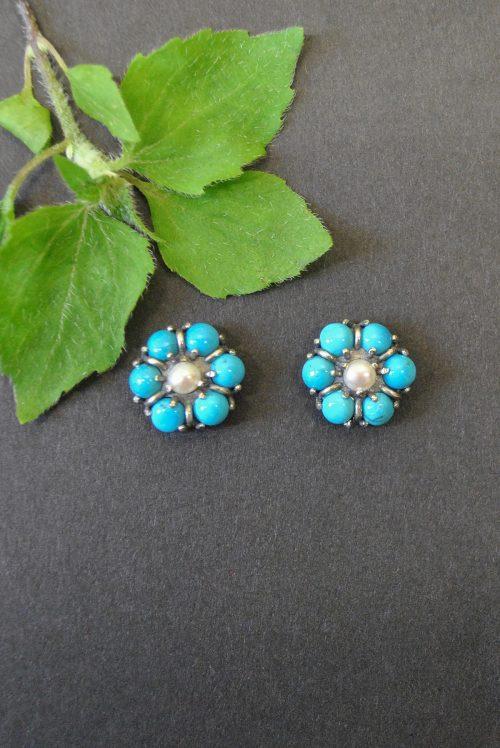 Blumige Ohrringe Türkis mit Perle