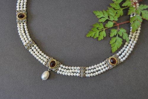 Perlencollier mit Granat und Silber sowie Perltropfen