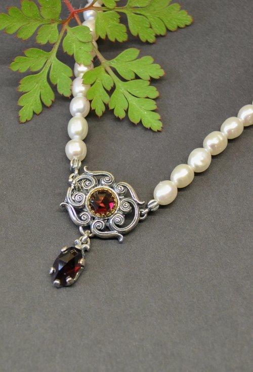 Trachtenschmuck Perlenkette mit Silberschließe mit schönen Granatsteinen