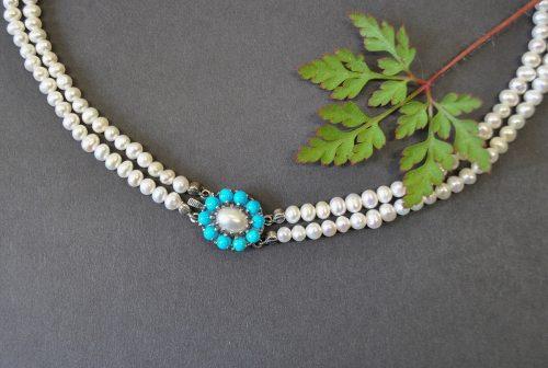 Trachtenschmuck Perlenkette mit Blume aus Türkis
