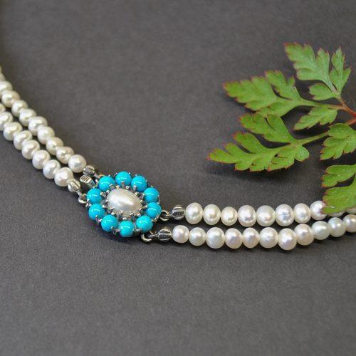 Schönes Perlencollier mit Blumenmotiv Türkis und Perle