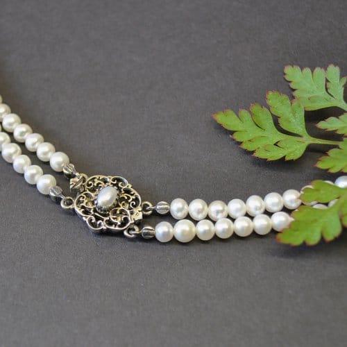 Perlencollier mit silberner Schließe und Perle
