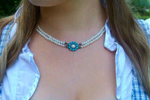 Perlenkette Isabella mit Türkis von Vorne getragen