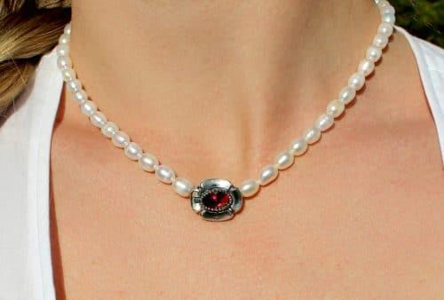 Trachtenschmuck Perlenkette Marianne zum Dirndl getragen