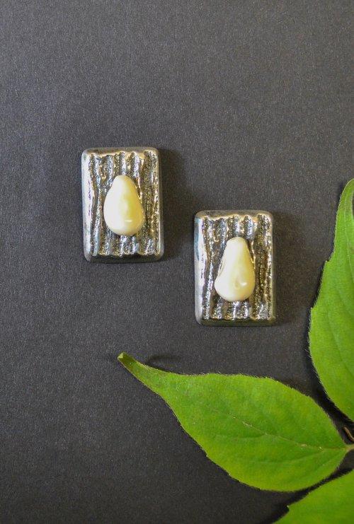 Ohrstecker in Holzoptik aus Silber und Grandel