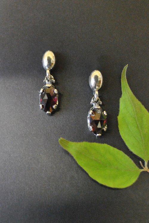 Ohrringe aus Silber mit Granat