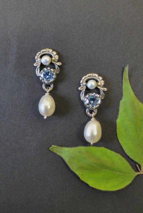 Trachtenohrringe mit blauem Spinell und Perlen