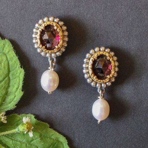 Runde Ohrringe aus Silber mit Granat und Perlen