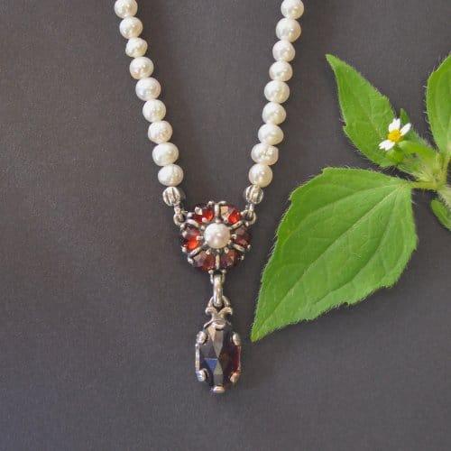 Perlenkette Leonie mit Granat
