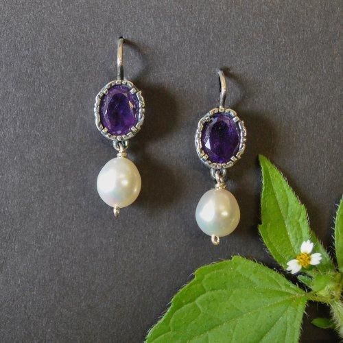 Wunderschöne Silberohrringe mit Amethyst und Perle angehängt