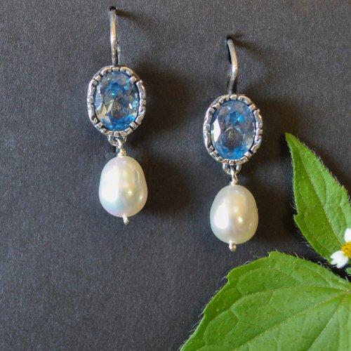 Ohrringe Silber mit blauem Spinell und Perlentropfen in unserem Online Shop