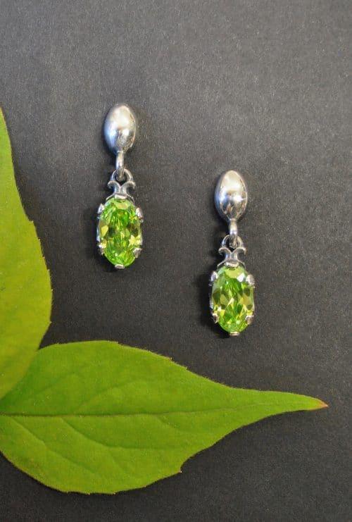 Kleine Trachten Ohrringe aus Silber mit Schmuckstein grüner Zirkonia