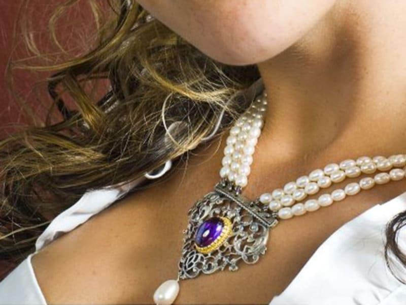 Perlencollier Kunigunde getragen zum Dirndl