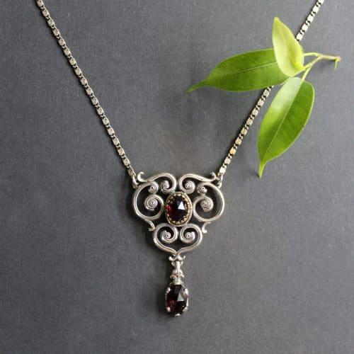 Trachtenschmuck Modern: Silbercollier Larissa mit Granat gefasst