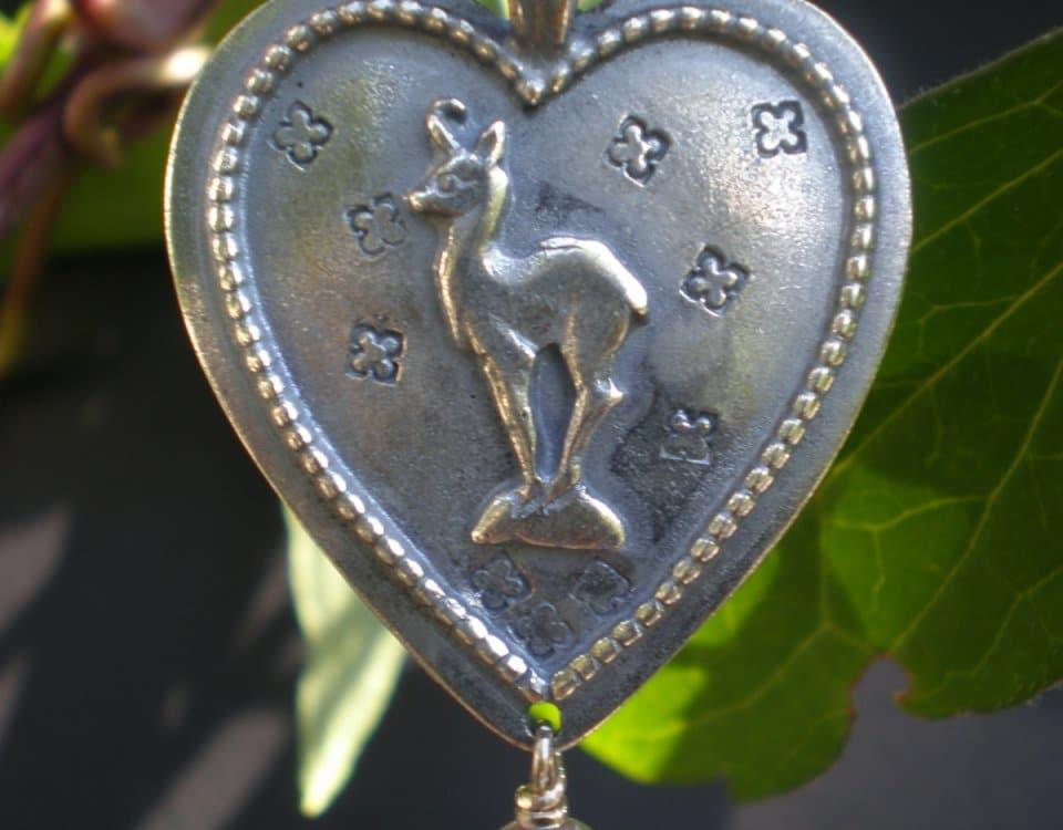 Steiner Kirtagherz Gamserl aus Silber mit Perlentropfen