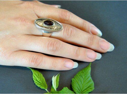 Schöner großer Silberring mit Granat als Dirndlschmuck