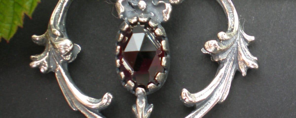Kirtagherz Silber mit Granat