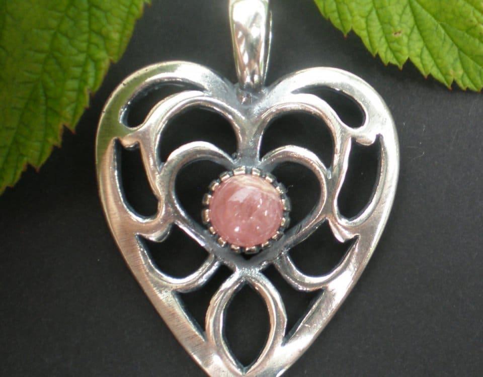 Steiner Kirtagherz Silber mit rosa Schmuckstein
