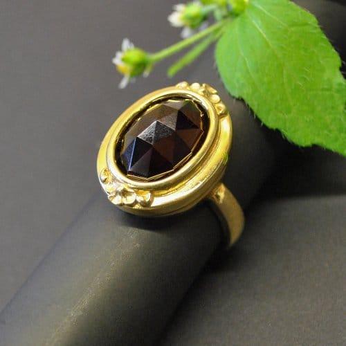 Großer Silberring vergoldet mit großem Granat gefasst