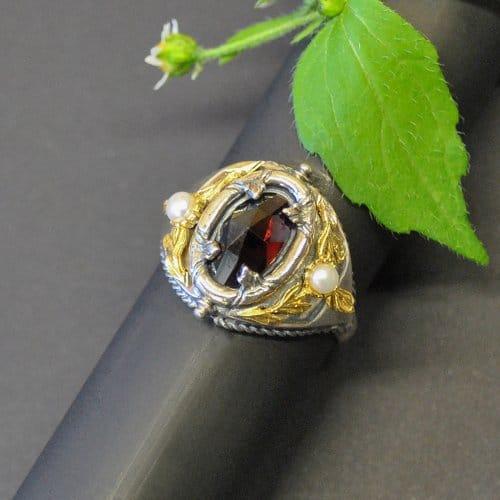 Trachtenschmuck Silberring mit Granat und viel Liebe zum Detail