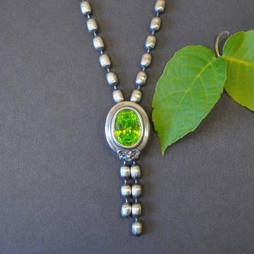 Moderner Trachtenschmuck: Silberkette / Olivenkette Christa mit grünem Zirkonia